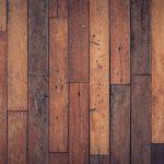 En quoi consiste la rénovation d'un parquet en bois massif?